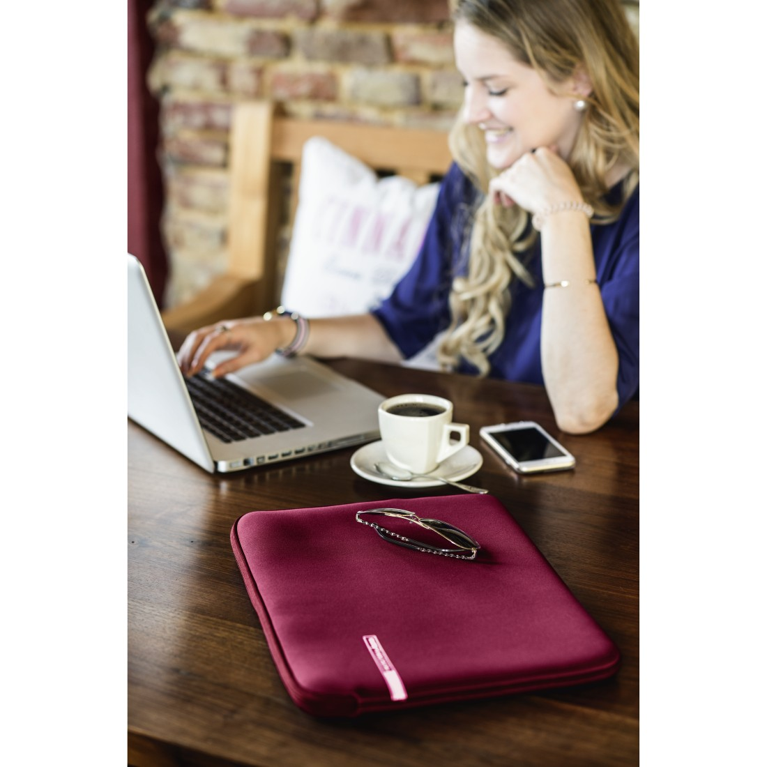 awx High-Res Appliance - Hama, Neoprene Style Notebook Sleeve, up to 34 cm (13.3), burgundy