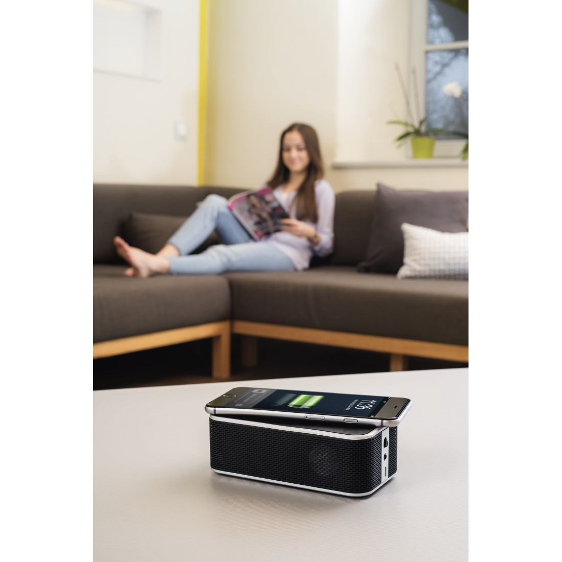 awx High-Res Appliance - Hama, Bluetooth Speaker + Power Brick Qi Charger