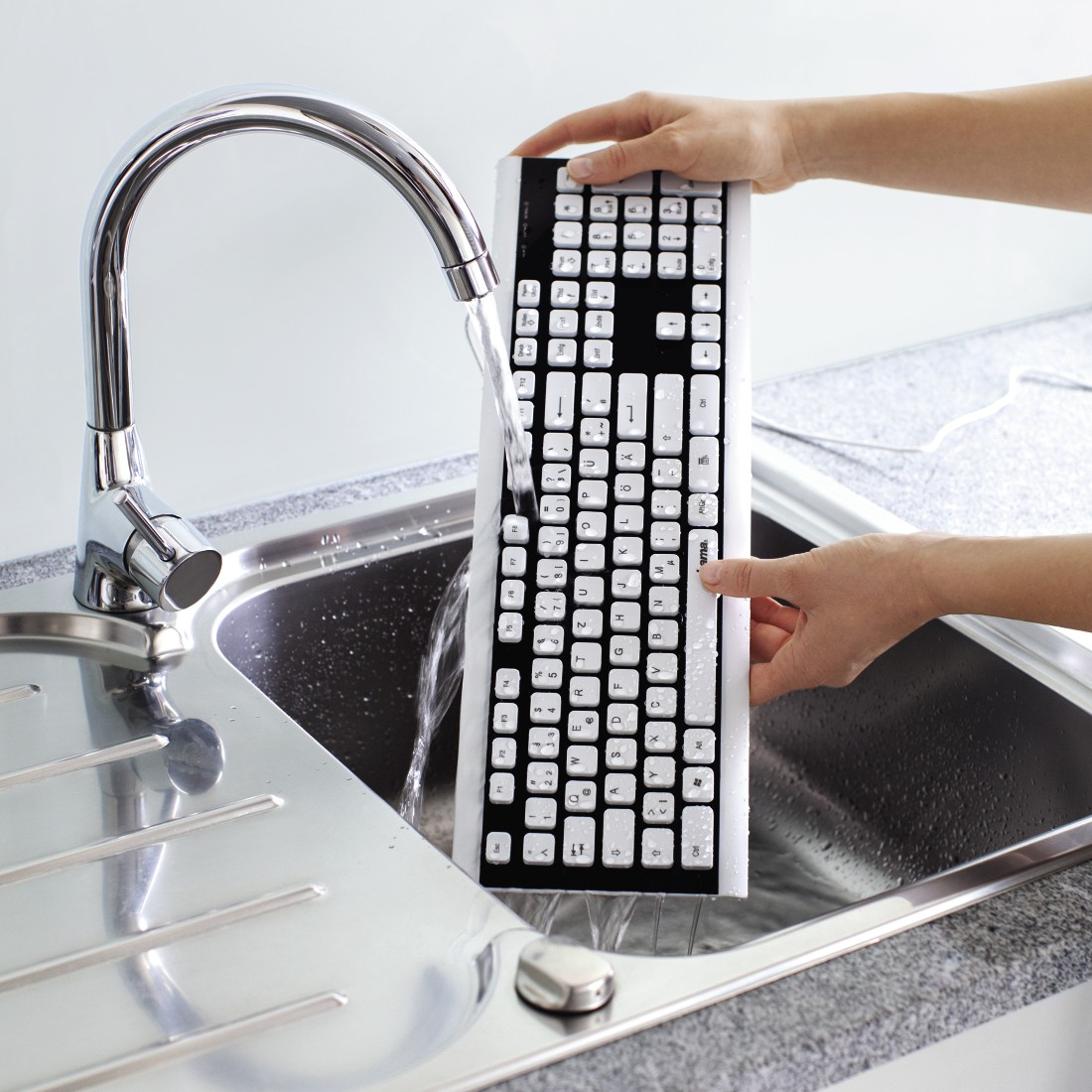 awx High-Res Appliance - Hama, Covo Keyboard, Water-Resistant, Cabled, black/white